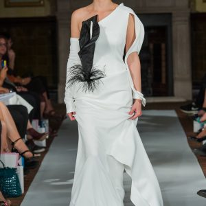 Long off white vase-dress with black lily